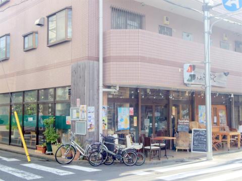 神奈川県川崎市中原区井田中ノ町にあるカフェ 「フォレストコーヒー FOREST COFFEE」外観