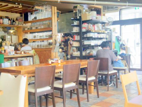 神奈川県川崎市中原区井田中ノ町にあるカフェ 「フォレストコーヒー FOREST COFFEE」店内
