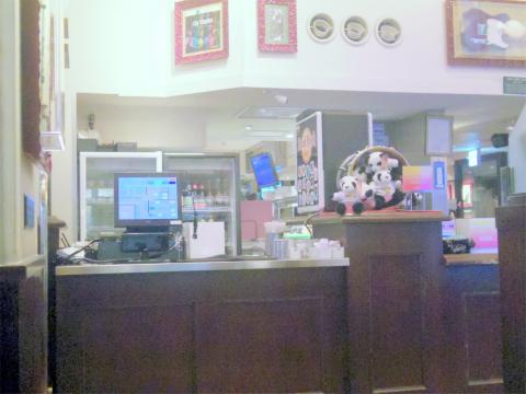 東京都台東区上野7丁目にあるレストラン「ハードロックカフェ Hard Rock CAFE 上野駅店」店内