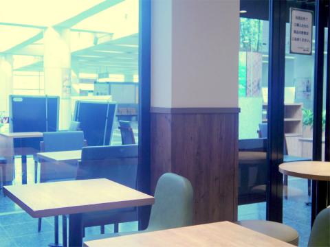 神奈川県相模原市南区相模大野3丁目にあるカフェ「フォレスティーコーヒー FORESTY COFFEE 相模大野店」店内