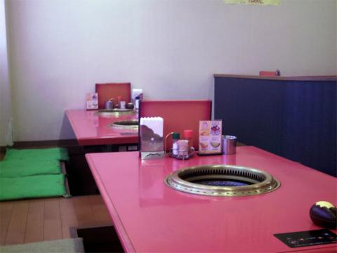 神奈川県横浜市中区羽衣町2丁目にある焼肉「関内苑」店内