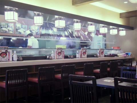 神奈川県横浜市中区山下町にある寿司店「すしざんまい 横浜中華街東門店」店内