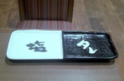 埼玉県さいたま市緑区美園4丁目にある焼鳥店 「やきとりの扇屋 浦和美園店」焼鳥(皮、ねぎま、せせり、砂肝、うずら玉子)