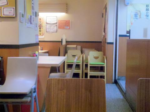神奈川県横浜市中区本牧原にあるラーメン、定食の「ふじやま亭」店内