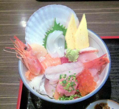 茨城県稲敷市西代にある寿司店「まいど」市場の海鮮丼御膳