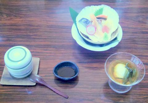 埼玉県所沢市西狭山ケ丘1丁目にある釜飯、和食の「釜めし奈加」特撰釜めし膳