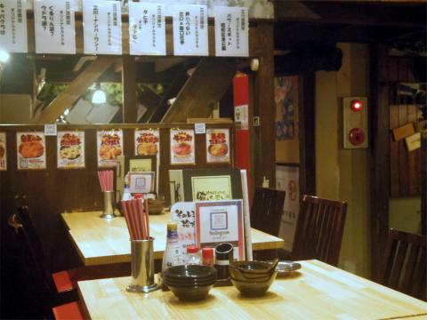 東京都立川市曙町2丁目にある居酒屋 「居酒屋行くなら俺んち来い。立川店」店内