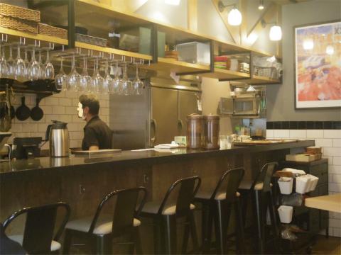 神奈川県横浜市中区海岸通5丁目にあるステーキ店「肉バル ANCHOR GROUND アンカーグラウンド 馬車道店」店内