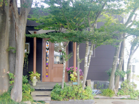 茨城県那珂市後台にあるステーキ、ハンバーグの「ステーキ屋 ぶどう亭」外観