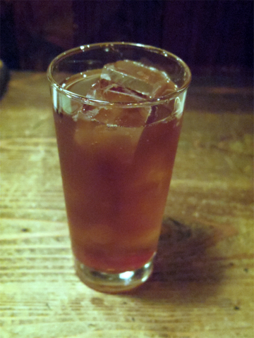 東京都新宿区水道町にある「やきとり 串坊主」ウーロン茶