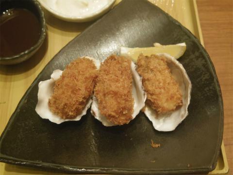 埼玉県さいたま市緑区美園5丁目にある和食の「おひつごはん 四六時中 イオン浦和美園店」牡蠣フライ