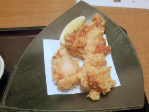 埼玉県さいたま市緑区美園5丁目にある和食の「おひつごはん 四六時中 イオン浦和美園店」海の彩りおひつと純輝鶏の唐揚げ