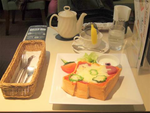 東京都新宿区西新宿1丁目にあるカフェ「Cafeルノアール 新宿京王モール店」Cセット