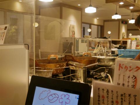 東京都練馬区光が丘2丁目にある「天ぷらと寿司sakura 光が丘店」店内
