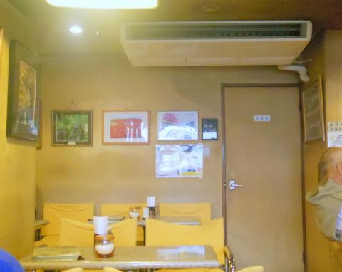 茨城県ひたちなか市元町にある喫茶店「チャーチル」店内