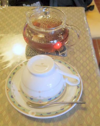 茨城県ひたちなか市元町にある喫茶店「チャーチル」ケーキセット(アップルティーとリンゴタルト)=