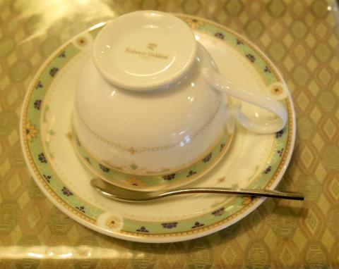 茨城県ひたちなか市元町にある喫茶店「チャーチル」ケーキセット(アップルティーとリンゴタルト)