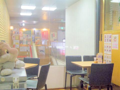 神奈川県川崎市中原区木月1丁目にある喫茶店「レオナ」店内