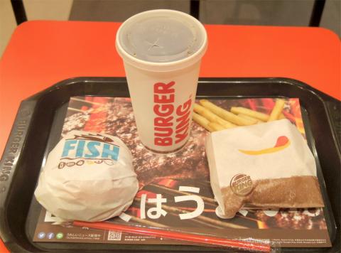 東京都中野区中央2丁目にあるハンバーガーチェーン「バーガーキング BURGER KING 中野坂上店 フィッシュバーガーとコカコーラゼロのセット