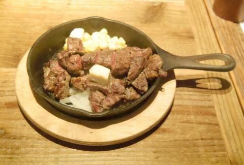 埼玉県さいたま市浦和区仲町1丁目にあるダイニングバー「なかちょバル」牛肉ロースステーキ 300g