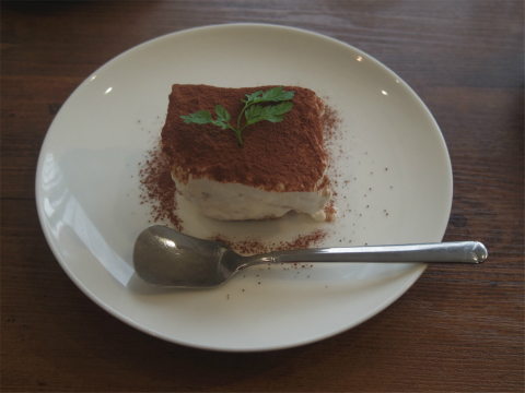茨城県取手市新町1丁目にあるイタリア料理のお店「レストラン カステッロ Castello」デザート(ティラミス)