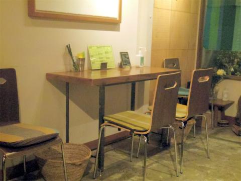 東京都杉並区高円寺南4丁目にあるスリランカ料理の「ピピネラ pipinella」店内