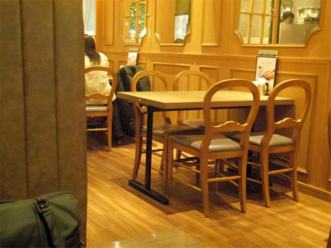 東京都練馬区光が丘5丁目にあるオムライス専門店「サロン 卵と私 光が丘店」店内
