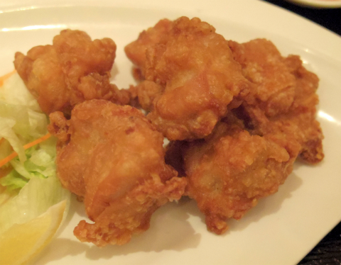 埼玉県さいたま市緑区美園5丁目にある中華料理店「中華ダイニング 春菜」若鶏の唐揚げセット