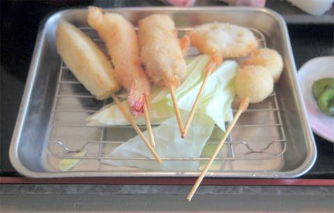 東京都足立区鹿浜5丁目にある居酒屋、海鮮料理の「マルキ水産 足立鹿浜店」寿司・串カツ定食