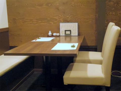 神奈川県横浜市中区麦田町1丁目にある割烹料理「麦田の割烹 唐津」店内