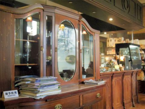 神奈川県横浜市中区本牧原にあるコーヒー専門店、喫茶店の「焙煎工房フィガロ FIGARO」店内