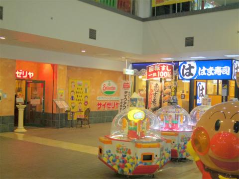 神奈川県横浜市中区本牧原にある回転寿司店「はま寿司 ベイタウン本牧店」外観