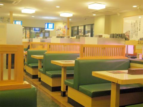 神奈川県横浜市中区本牧原にある回転寿司店「はま寿司 ベイタウン本牧店」店内