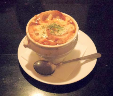 埼玉県川口市芝にあるイタリアンの「キャンティ・トレ CHIANTI-TRE」オニオングラタンスープ