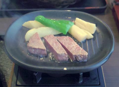 神奈川県横浜市中区本牧原にある牛しゃぶ、海鮮、カニ料理のお店「せんざん 本牧店」花かごステーキ御膳