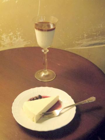 千葉県市川市八幡2丁目あるカフェ「cafe螢明舎 八幡店」オ・レ・グラッセとレア・チーズケーキ