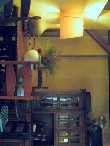 千葉県市川市八幡2丁目あるカフェ「cafe螢明舎 八幡店」店内