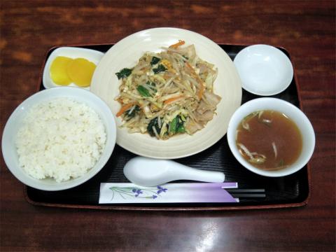 神奈川県川崎市中原区木月2丁目にある「中華料理 菜華」肉野菜と玉子炒め定食