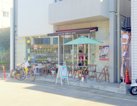 横浜中区本牧三之谷にあるカフェ「ビスターリ三渓堂」外観