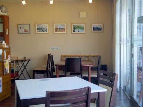 横浜中区本牧三之谷にあるカフェ「ビスターリ三渓堂」店内