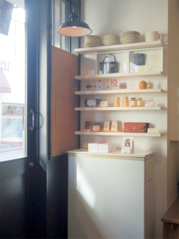 神奈川県横浜市中区元町5丁目にあるカフェ「cafe de lento カフェ ド レント」店内
