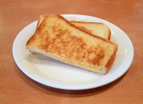 東京都足立区谷在家1丁目にあるファミリーレストラン「デニーズ Denny's 谷在家店」グリルドチーズサンド