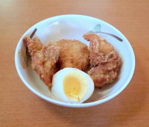 茨城県水戸市大塚町にある「王府 水戸店」食べ放題の鶏の唐揚げ