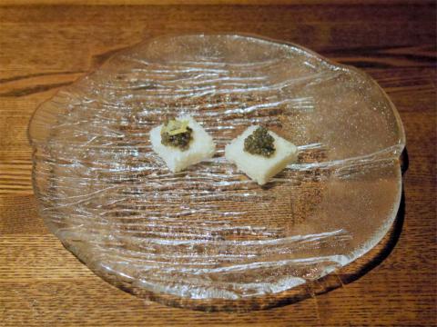 埼玉県越谷市千間台東1丁目にある鉄板ビストロの「la planche ラ・プランシュ」スターレットキャビア(ゆず(左)とノーマル)