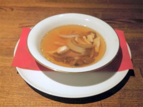 埼玉県越谷市千間台東1丁目にある鉄板ビストロの「la planche ラ・プランシュ」トリュフ・名古屋コーチン・フカヒレのコンソメスープ