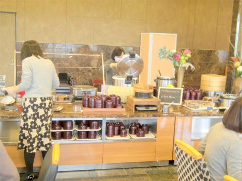 神奈川県横浜市中区海岸通5丁目にあるレストラン「レストラン ラ・ベランダ Restaurant LA VERANDA」店内