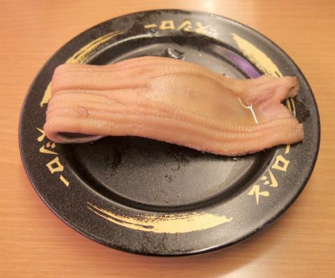 神奈川県横浜市神奈川区東神奈川2丁目にある回転寿司「スシロー 東神奈川店」ふわとろ煮穴子一本にぎり