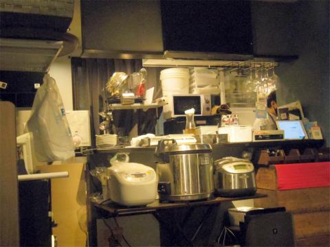 埼玉県越谷市千間台東1丁目にあるカレー専門店「KAKURENBO カクレンボ」店内