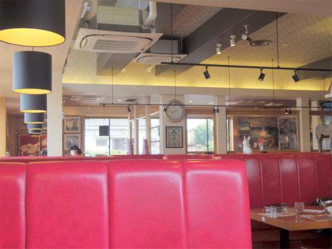 東京都足立区鹿浜4丁目にあるステーキ、ハンバーグの「ステーキハウス ブロンコビリー STEAK HOUSE BRONCOBILLY  鹿浜店 店内