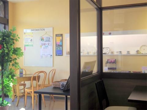 埼玉県狭山市入間川にあるカフェ「Dining Cafe MALIBU ダイニングカフェ マリブ」店内